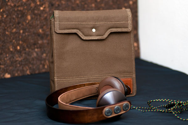 The ever so nice bag and beautifully crafted headphones