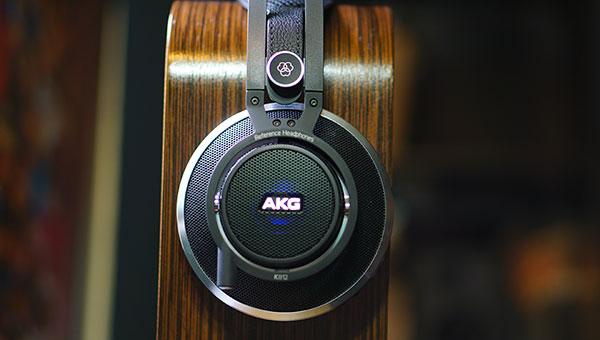 AKG-K812